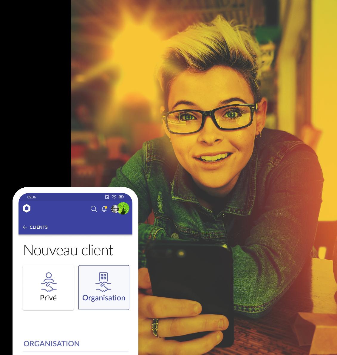 Aperçu de la page de l'application - fille avec un smartphone